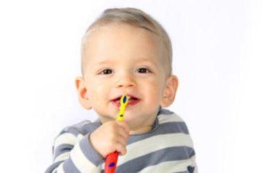 La primera visita al dentista debe hacerse a partir de los seis meses.